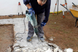 Los trabajos de exhumación de la fosa común del Cementeri Vell de Vila, en imágenes (Fotos: Daniel Espinosa).