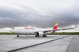 Iberia aborta un aterrizaje en Asturias por viento