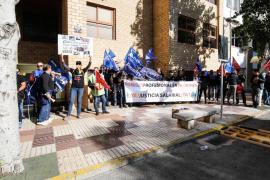 La protesta de los empleados de Justicia y de Instituciones Penitenciarias de Ibiza, en imágenes (Fotos: Arguiñe Escandón).
