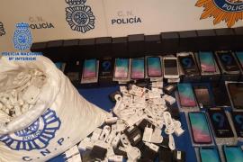 Detenido en Palma un hombre por vender móviles y accesorios falsificados por internet