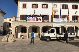 Flores en Sant Llorenç para agradecer el cariño y la ayuda un mes después de la riada