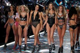 El polémico desfile de Victoria's Secret toma Nueva York y las redes sociales