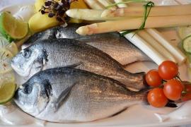 Comer pescado, marisco y verduras reduce el riesgo cardiaco relacionado con la hipertensión