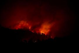 Al menos 25 personas mueren en los incendios más destructivos de la historia de California