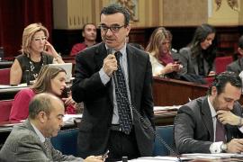 Los Presupuestos para el 2012 prevén pagar a los bancos más de lo que permite la ley