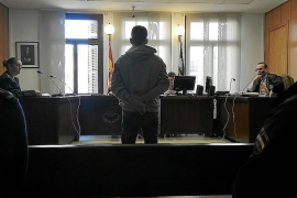Condenado un hombre a un año de cárcel por hacerse pasar por policía en Campos