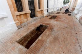 Nueva jornada de los trabajos de exhumación en el cementerio viejo de Eivissa (Fotos: Daniel Espinosa).