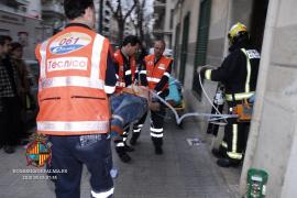 Un hombre, intoxicado grave en Palma en un incendio en su domicilio