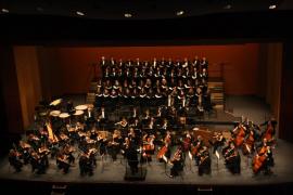 La Orquestra Simfònica sube al escenario del Auditórium con varios coros para cantar a la Navidad