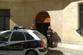 Condenado por agredir a varios policías nacionales en los juzgados de Vía Alemania