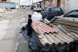 El Ayuntamiento de Palma retira 13 toneladas de residuos y 14 coches ubicados en la entrada de Son Banya