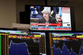 Dimisiones en cadena tras el acuerdo del Brexit