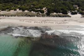 Llevan una muestra de plásticos de Baleares a Madrid para animar a su erradicación