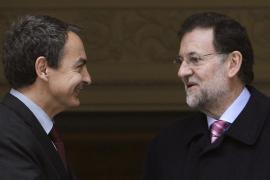 Zapatero y Rajoy concluyen el traspaso de poderes con una reunión en la Moncloa