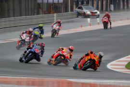 Once pilotos fuera de la carrera de MotoGP en Valencia por sucesivos accidentes