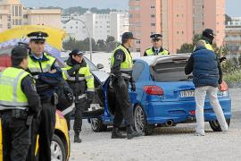 Condenados por huir en coche de la policía de Calvià y golpear a dos agentes