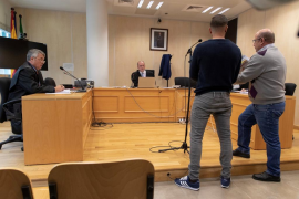 La Fiscalía pide cuatro años para el miembro de 'la Manada' que robo unas gafas y él pide perdón por la «gilipollez»