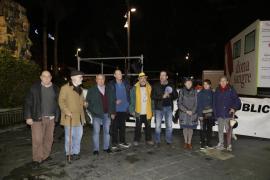 Una treintena de personas reivindican el sistema público de pensiones en la Plaza España de Palma