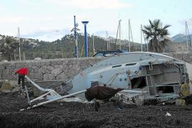 Un tornado arranca un techo de uralita en Consell y causa daños a tres coches
