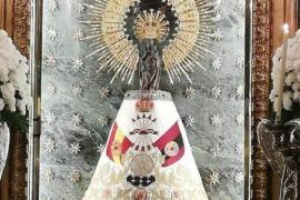 'Adornan' a la Virgen del Pilar de Zaragoza con una bandera de Falange
