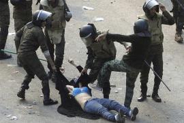 El Ejército irrumpe en la plaza Tahrir y expulsa a los manifestantes