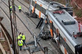Un pasajero del tren accidentado: «Ha sido como un terremoto a lo bestia»