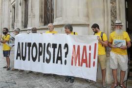 Ensenyat pide a los críticos de Més «lealtad» con el acuerdo firmado