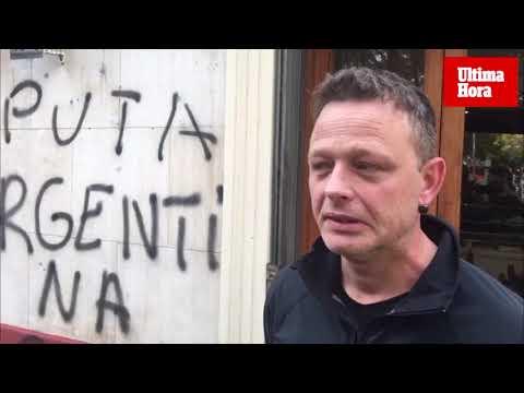 Pintadas xenófobas en el antiguo bar Milán de la plaza Fleming de Palma