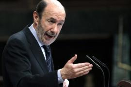 Rubalcaba ofrece pactos a Rajoy pero le pide más concreciones