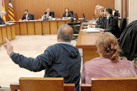 El Govern requiere 28.000 euros a los responsables de una asociación LGTB
