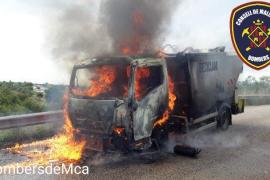 Aparatoso incendio de un vehículo en Binissalem