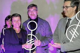 Disfam otorga sus premios por la ayuda a los niños diagnosticados de dislexia
