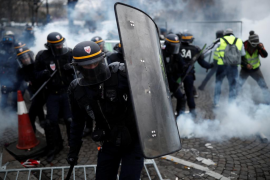Enfrentamientos entre manifestantes y fuerzas del orden en París