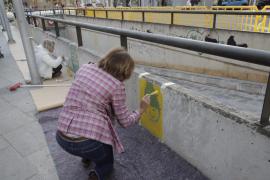 Vecinos de es Fortí y artistas realizan un mural en la Plaza Madrid