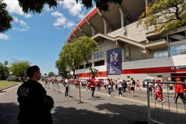 Atacan el autobús de Boca Juniors a su llegada al Monumental