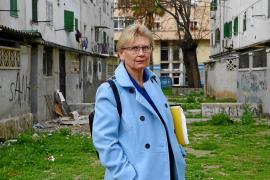 La defensora de la Ciudadanía critica que baje el presupuesto de Cort en 2019
