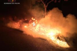 El pirómano quema otros cuatro contenedores en el Coll d'en Rabassa