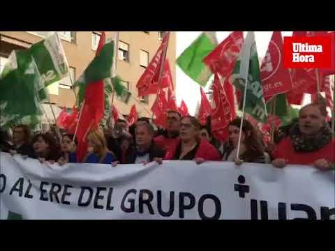 Más de 400 trabajadores se manifiestan contra el ERE del Grupo Juaneda