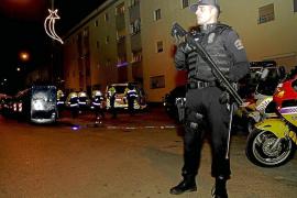 Controles de la Policía Local con armas largas