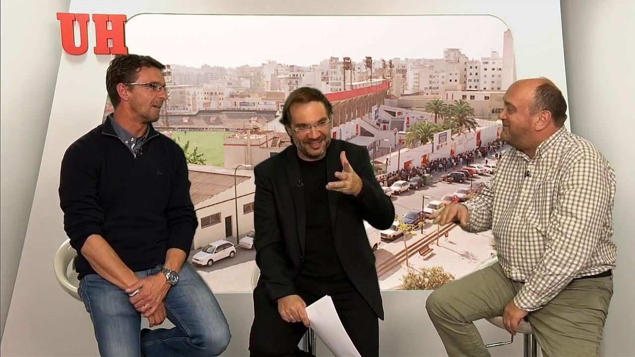 La cola de los chubasqueros y el último partido del Mallorca en el Sitjar
