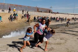 Crónica de la imagen viral que retrata el drama de la caravana de migrantes
