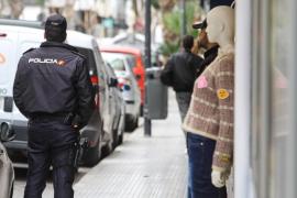 Un chaleco anticorte 'salvó' a un policía de un ataque con arma blanca