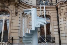 Un tramo de las escaleras de la torre Eiffel se subasta por 169.000 euros
