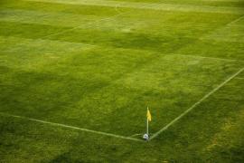 Un equipo de fútbol irlandés aplaza un partido simulando el fallecimiento de un exjugador español