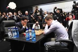 Carlsen tumba a Caruana por la vía rápida y retiene el título mundial de ajedrez