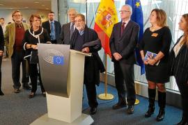 Emotiva entrega de 'La Balanguera' de Mir al Parlamento Europeo