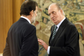 Spain's new PM Rajoy talks with King Juan Carlos after his swearing in ceremony at the Zarzuela Palace in Madrid