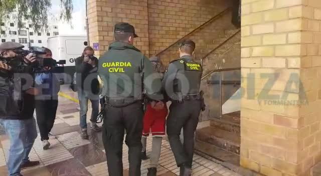 Llegan a los juzgados de Ibiza los detenidos por la desaparición de Nuria Ester Escalante