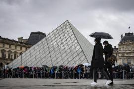 El Museo del Louvre abrirá gratis por la noche