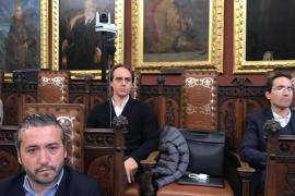 Álvaro Gijón se niega a abandonar su acta en el ayuntamiento de Palma porque «es inocente»